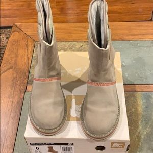 Sorel The Campus Youth Boots. Size 6